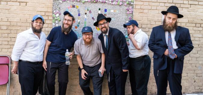 Friendship Circle Unveils Mural